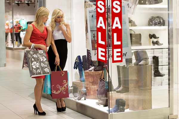В ряде чешских магазинов стартовал сезон летних распродаж
