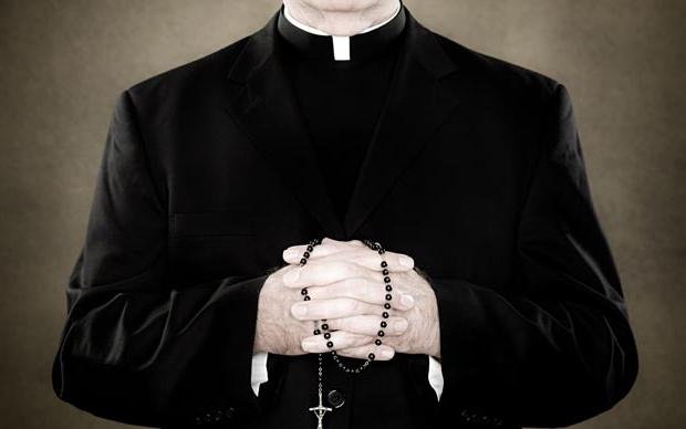 В Чехии возобновилось судебное разбирательство над священником-педофилом