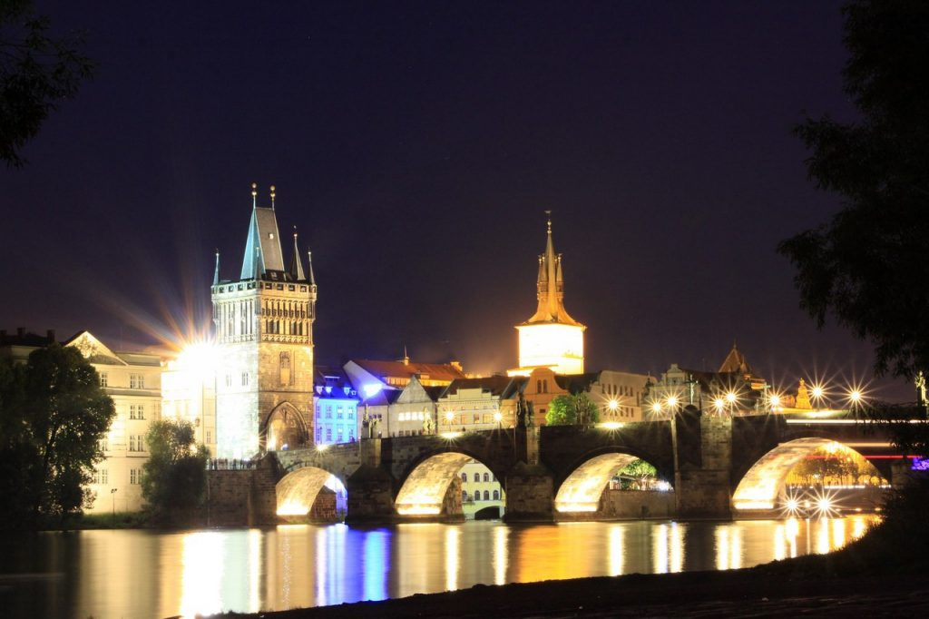 PRAGUE'S FAMOUS NIGHTLIFE