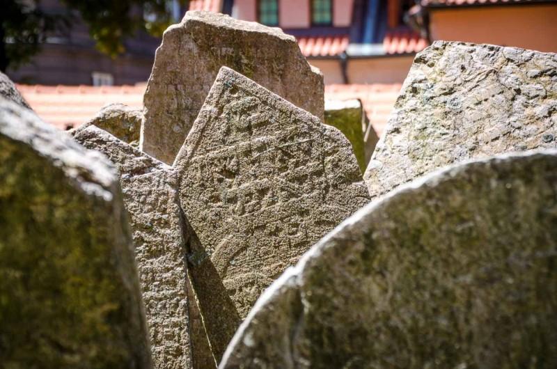 staroe-jevrejskoe-kladbishe-v-czechii